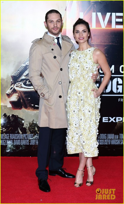 tom-hardy-supports-girlfriend-charlotte-riley-at-edge-of-tomorrow-london-premiere-09 (425x700, 91Kb)