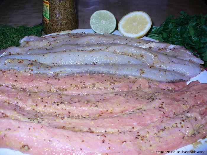 Праздничная плетенка из рыбы с картофельными грибочками и изумрудными шариками (4) (700x525, 229Kb)