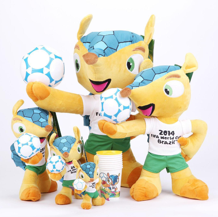_Mascots_World_Cup_in_Brazil_2014_078465_ (700x696, 422Kb)