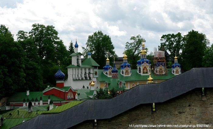 Псково-Печерский монастырь/1401568547_f_21558853 (700x425, 179Kb)