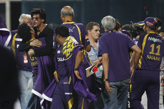 SRK-Pictures-From-KKR-IPL-Win-2012-8 (550x366, 219Kb)