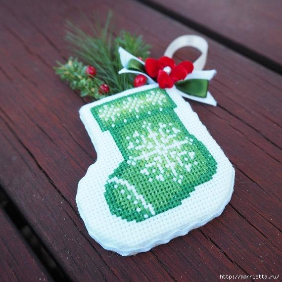 Подвески с вышивкой для новогодней елочки (30) (570x570, 191Kb)