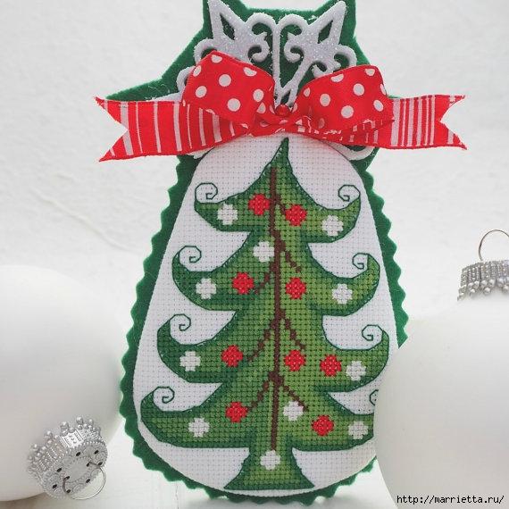 Подвески с вышивкой для новогодней елочки (36) (570x570, 191Kb)