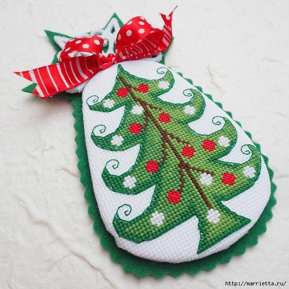 Подвески с вышивкой для новогодней елочки (38) (570x570, 213Kb)