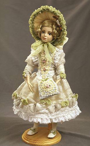 Во Франции фарфоровые куклы выпускались с целым гардеробом одежды, даже кос