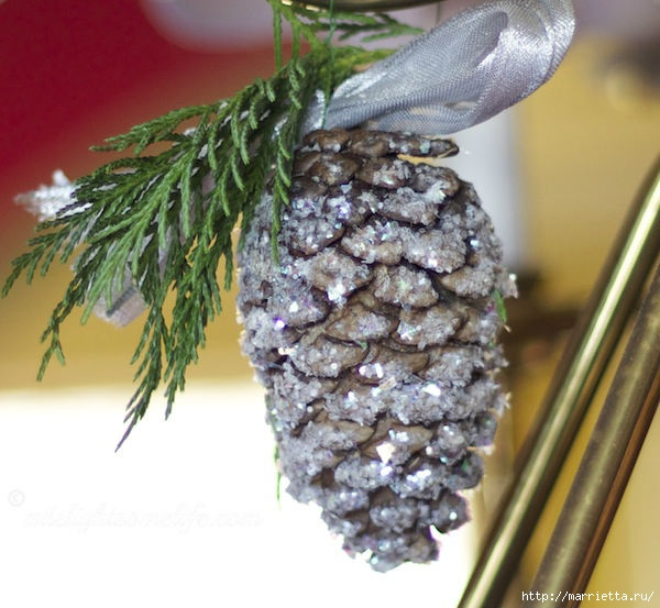 glittered-pinecone-with-evergreen (600x553, 173Kb)