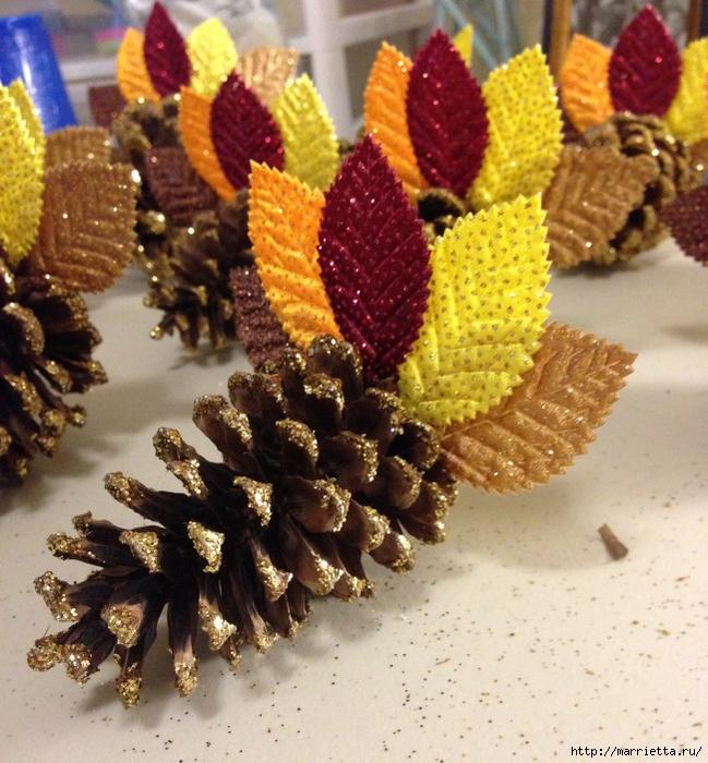 Шишки в блестках для новогоднего декора в интерьере (1) (649x700, 337Kb)