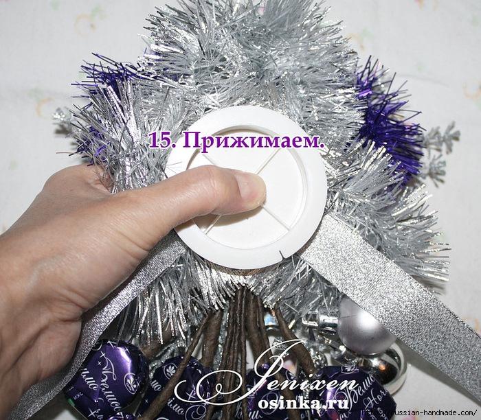 Свит-дизайн. Новогодняя подвеска из конфет (14) (700x612, 399Kb)