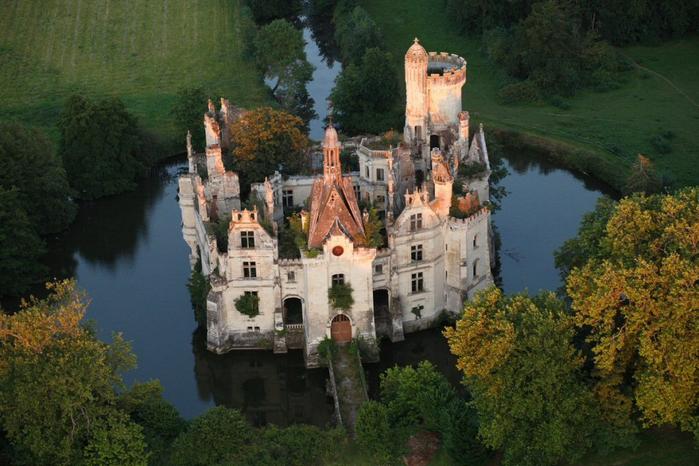 французский замок фото 2 (700x466, 387Kb)