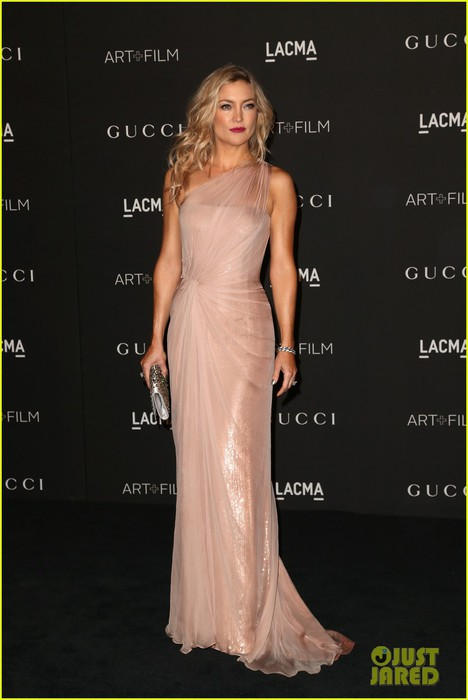 kate-hudson-demi-moore-black-carpet-lacma-gala-08 (468x700, 55Kb)