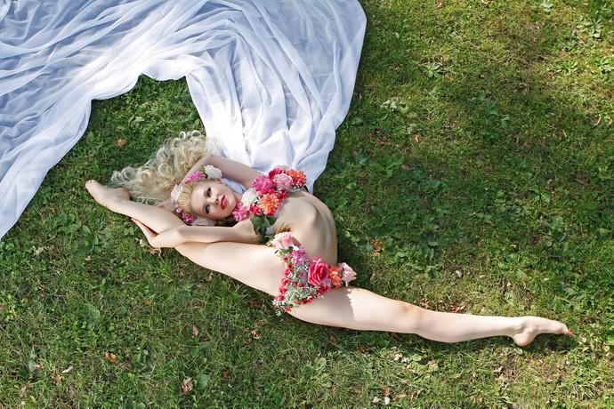 Юлия Гюнтель - самая гибкая девушка в мире1а (690x460, 495Kb)