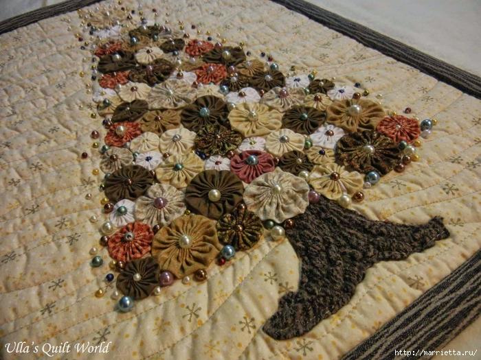 Панно с елочкой и салфетки из цветочков ЙО-ЙО (1) (700x525, 359Kb)