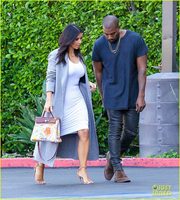 kim-kardashian-reportedly-doesnt-approve-of-kylie-jenner-tyga-01 (628x700, 171Kb)