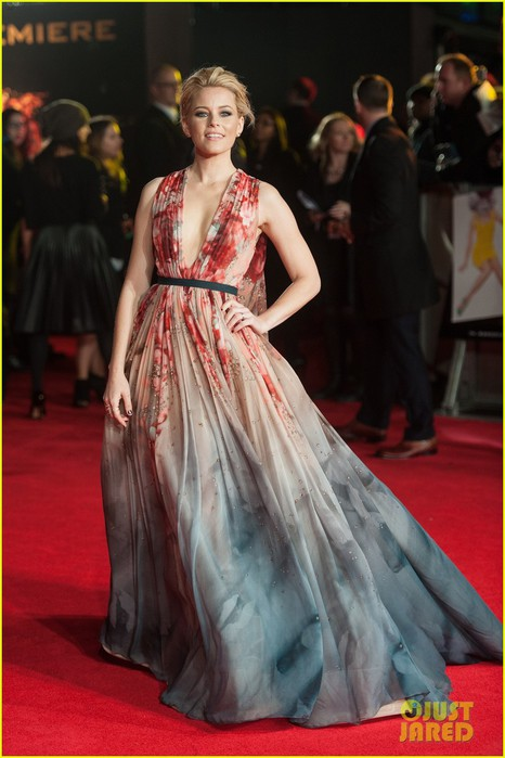 elizabeth-banks-julianne-moore-mockingjay-london-premiere-21 (466x700, 78Kb)