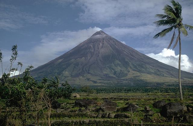 вулкан Майон фото 2 (640x418, 228Kb)