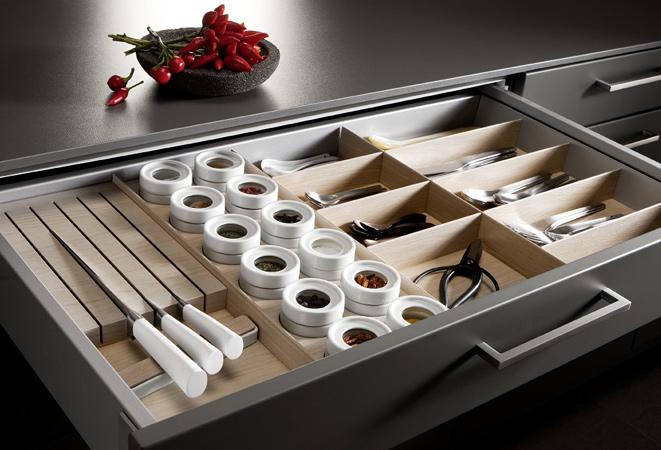 Способы хранения специй на кухне: в выдвижном ящике/3240047_aboutcommitment (661x450, 122Kb)