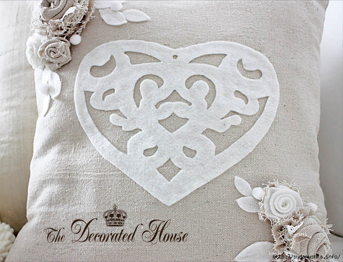 The Decorated House Valentines Day Pillow Heart Cut Out (700x534, 314Kb)