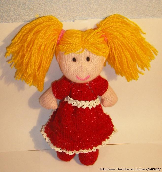 Вязаная кукла с нарядами
