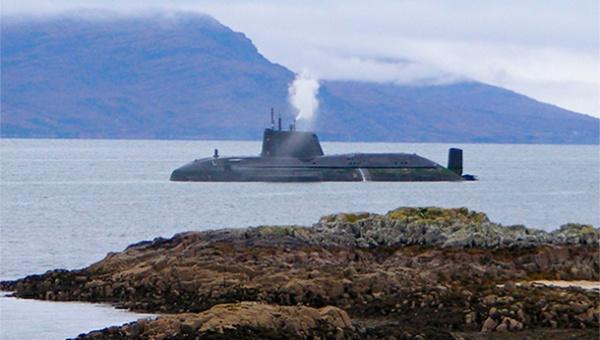 Подлодка ВМФ РФ на Балтике (600x340, 75Kb)