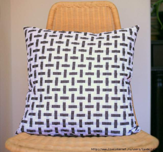 DIY woven grosgrain ribbon pillow tutorial post (640x594, 140Kb)