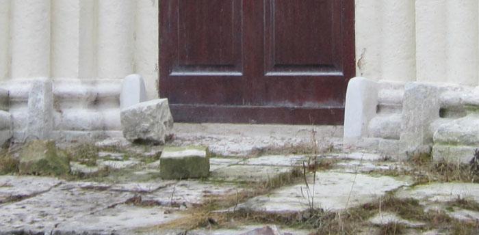 Зубы Успенского собора на Городке (700x344, 67Kb)