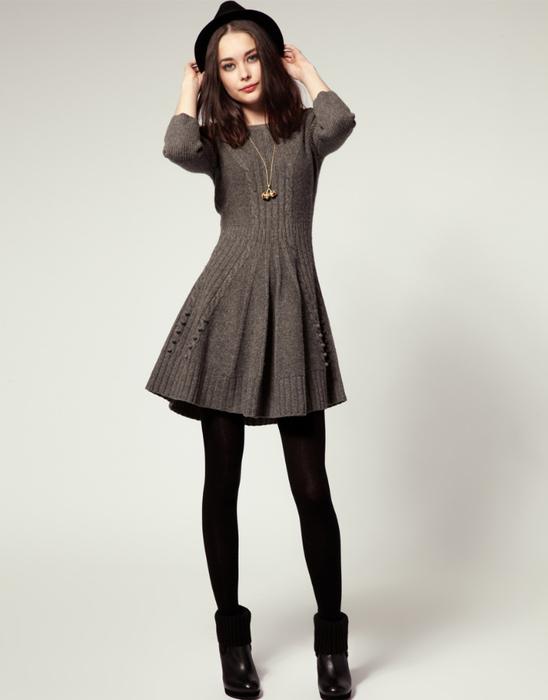 Платье-колокольчик спицами.