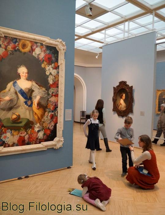 """Девочка рисует. На выставке """"Картина и рама"""" в Третьяковской галерее в Москве (539x700, 254Kb)"""