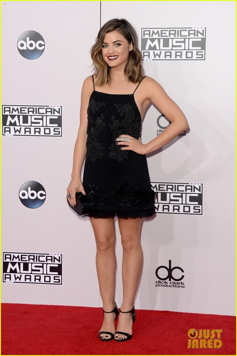 dianna-agron-lucy-hale-american-music-awards-05 (466x700, 69Kb)