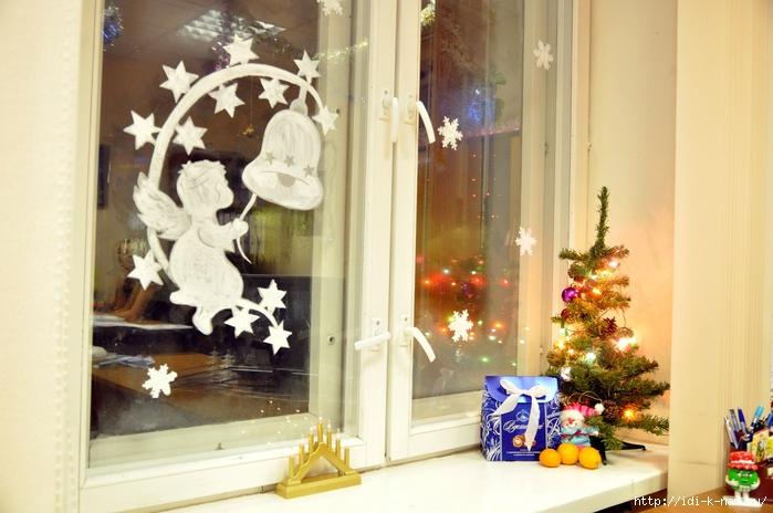 Как вы украшаете окно к новому году