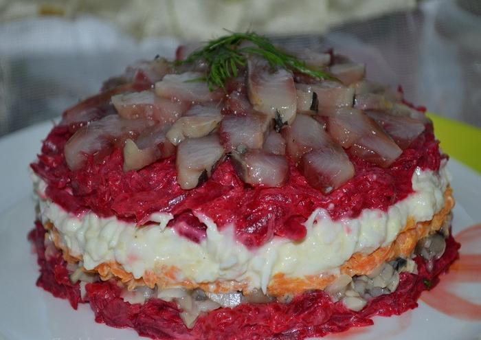 -салат-из-сельди-с-маринованными-грибами-e1400052202879 (700x495, 342Kb)
