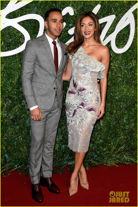 nicole-scherzinger-brings-her-beau-lewis-hamilton-british-fashion-awards-01 (467x700, 142Kb)