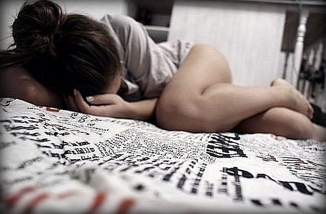Девушка в постели одна фото 557-113
