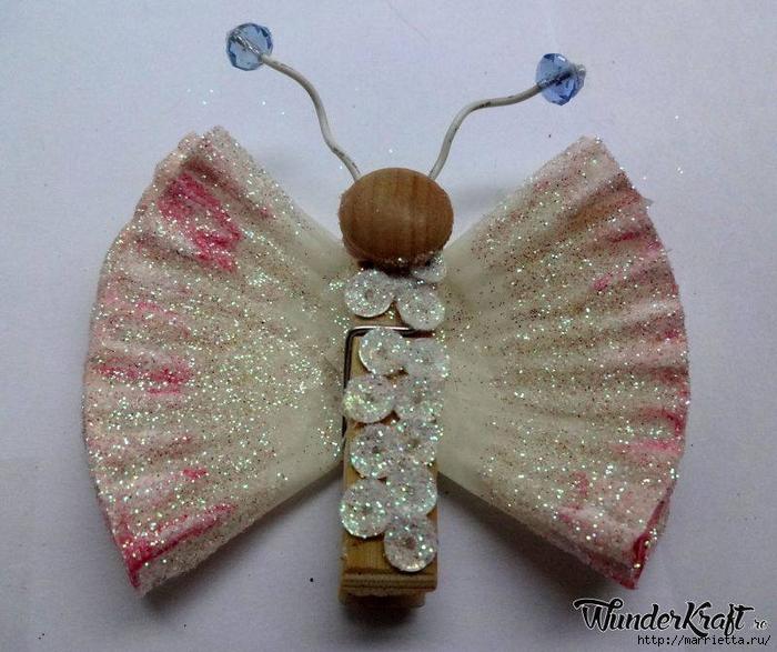 Бабочки из прищепок и бумажных стаканчиков для кексов (3) (700x587, 309Kb)