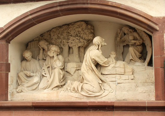 marble_medieval_monument (550x387, 111Kb)