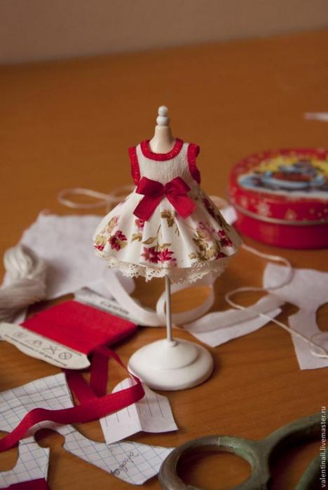 Как сшить платьице на очень маленькую куколку/1783336_140717152338 (468x700, 175Kb)