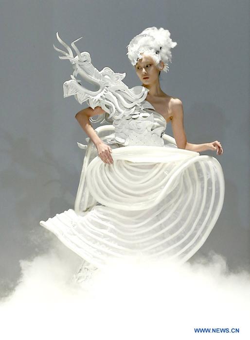 платья-скульптуры драконы сюй мин 2 (514x700, 239Kb)