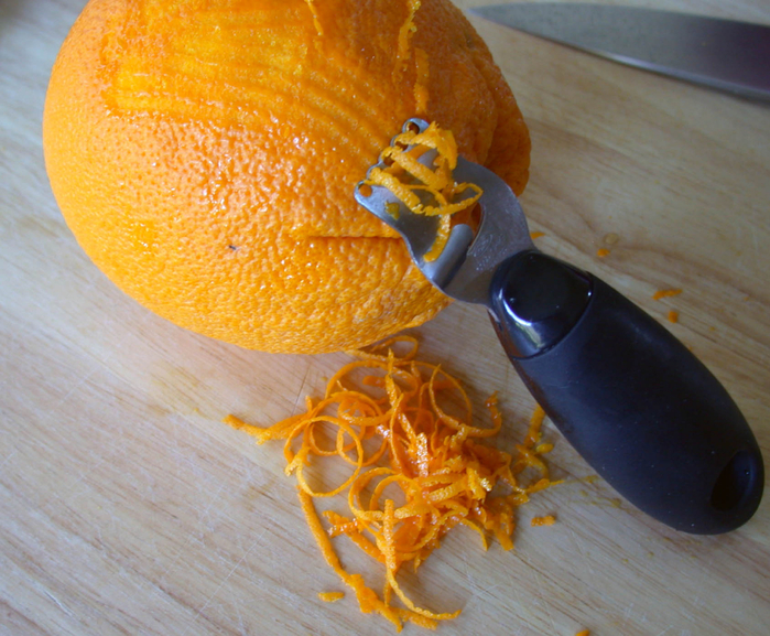 Zesting_an_orange (700x577, 516Kb)