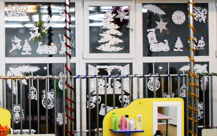 силуэт елочки, силуэт Деда мороза с санками, силуэт зайчика, силуэт снеговика, силуэт новогоднего оленя, силуэт новогоднего шара, силуэты на новый год, новогодние силуэты, как украсить окна на Новй год, чем украсить окна на новый год, Хьюго Пьюго новогодние раскраски трафаретф силуэты, как украситьокна на новый год в детском саду,/4682845_DSCN2420 (700x440, 326Kb)