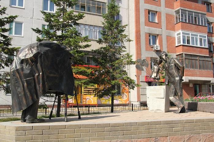 Памятник Фото на память в Новосибирске-1 (700x466, 180Kb)