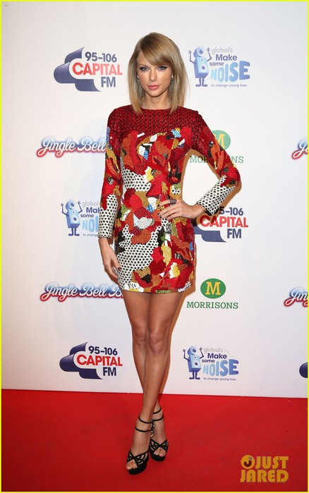 taylor-swift-shows-off-toned-legs-jingle-ball-london-04 (438x700, 73Kb)