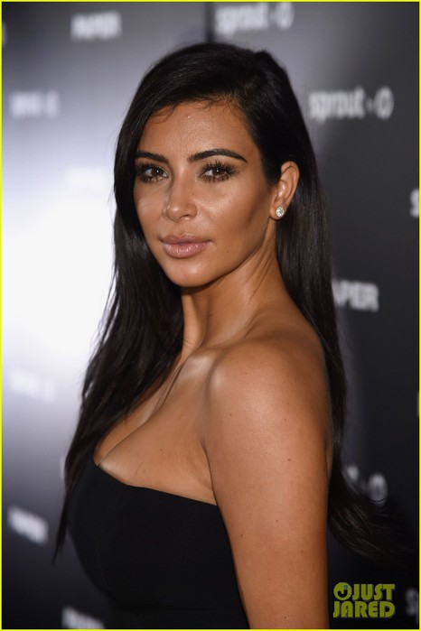 kim-kardashian-sexy-paper-magazine-party-miami-04 (466x700, 49Kb)