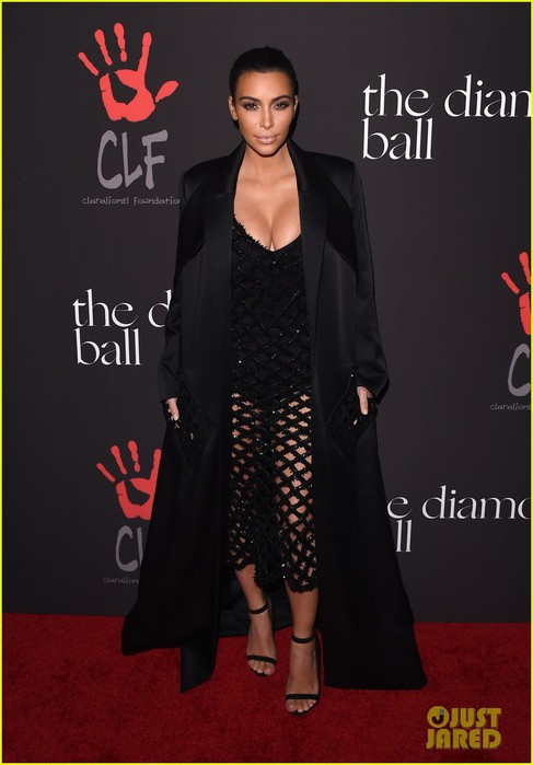 kim-kardashian-legs-cleavage-2014-diamond-ball-04 (487x700, 61Kb)