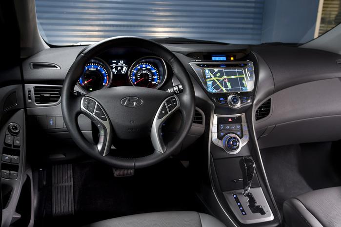 Hyundai_Elantra_03 (700x465, 110Kb)