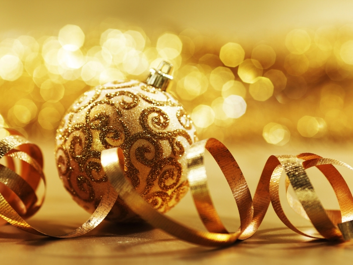 New_Year_wallpapers_Golden_New_Year_ball_035327_ (700x525, 250Kb)