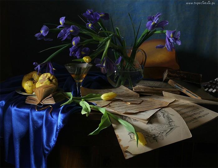 154572_kompozycja_irysy_tulipany_lampka_wina (700x539, 89Kb)
