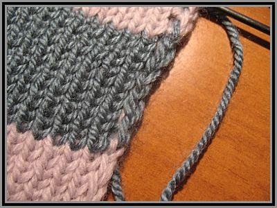 Полосатый шарф: как спрятать