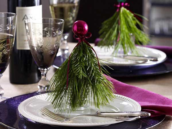 new-year-decorations-from-pine-branches-on-plate1 (600x450, 206Kb)
