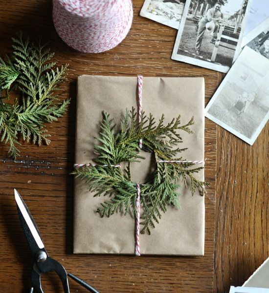 new-year-decorations-from-pine-branches-gift-wrapping2 (550x600, 342Kb)