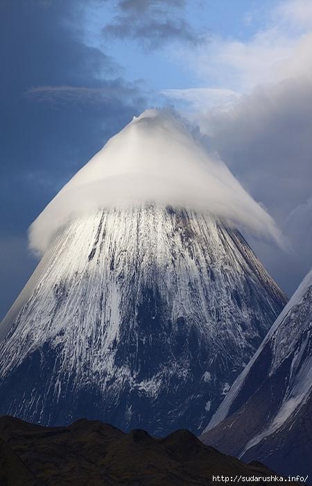 линзовидные облака ключевская сопка денис будков (450x700, 226Kb)