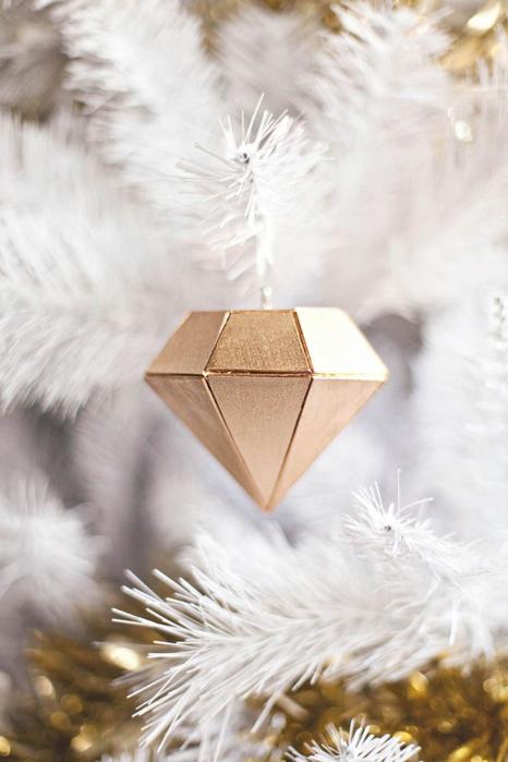 balsa-wood-diamond-ornament-a-beautiful-mess-1387658873g84nk (466x700, 264Kb)